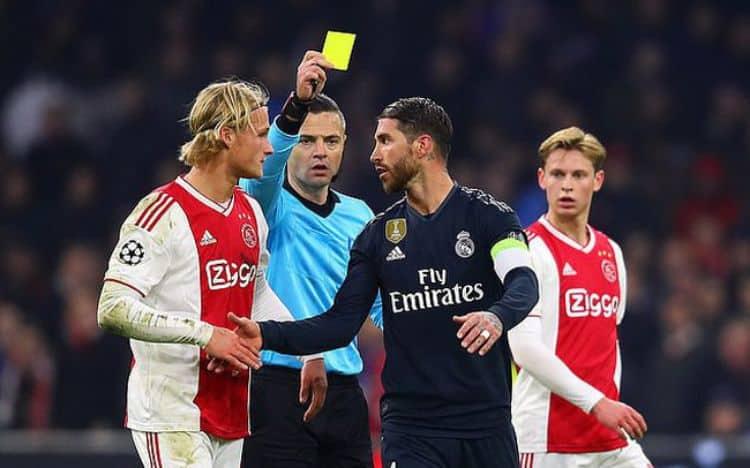 thẻ phạt bóng đá